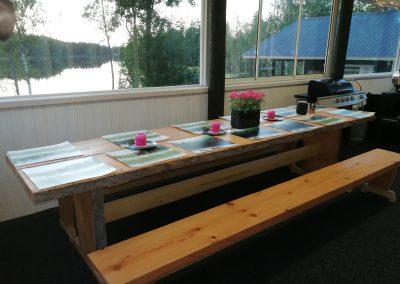 Terassin pöytä.